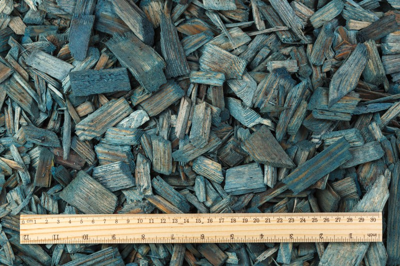 Colored wood chips mulch (20–40mm) – (BLUE)